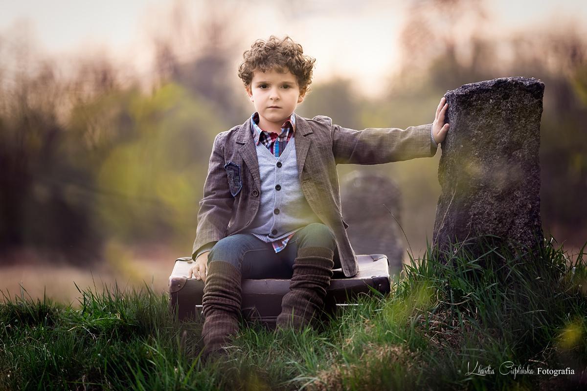 Fotografia rodzinna, zdjęcia dziecięce oraz portretowe, w studio fotograficznym lub w plenerze. Sesje kobiece oraz reportaże ślubne. Klaudia Cieplińska - Fotograf Jelenia Góra, Wrocław, Dolny Śląsk.