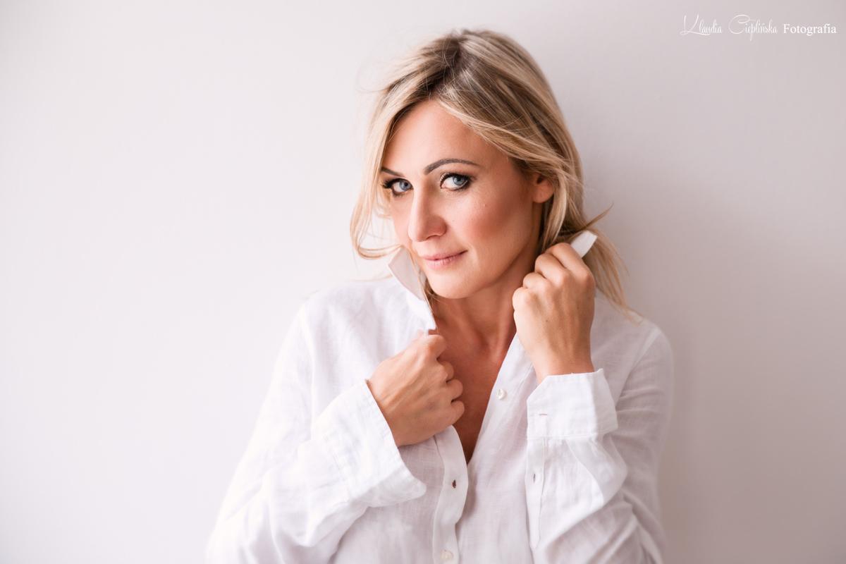 Studyjne, subtelne, kobiece portrety. Fotografia kobiet Jelenia Góra.