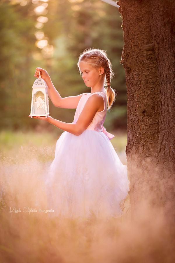 Klaudia Cieplińska - sesja plenerowa Amelii - zdjęcia dzieci Jelenia Góra. Zapraszam na sesje rodzinne. Fotografia portretowa w studio i w plenerze.