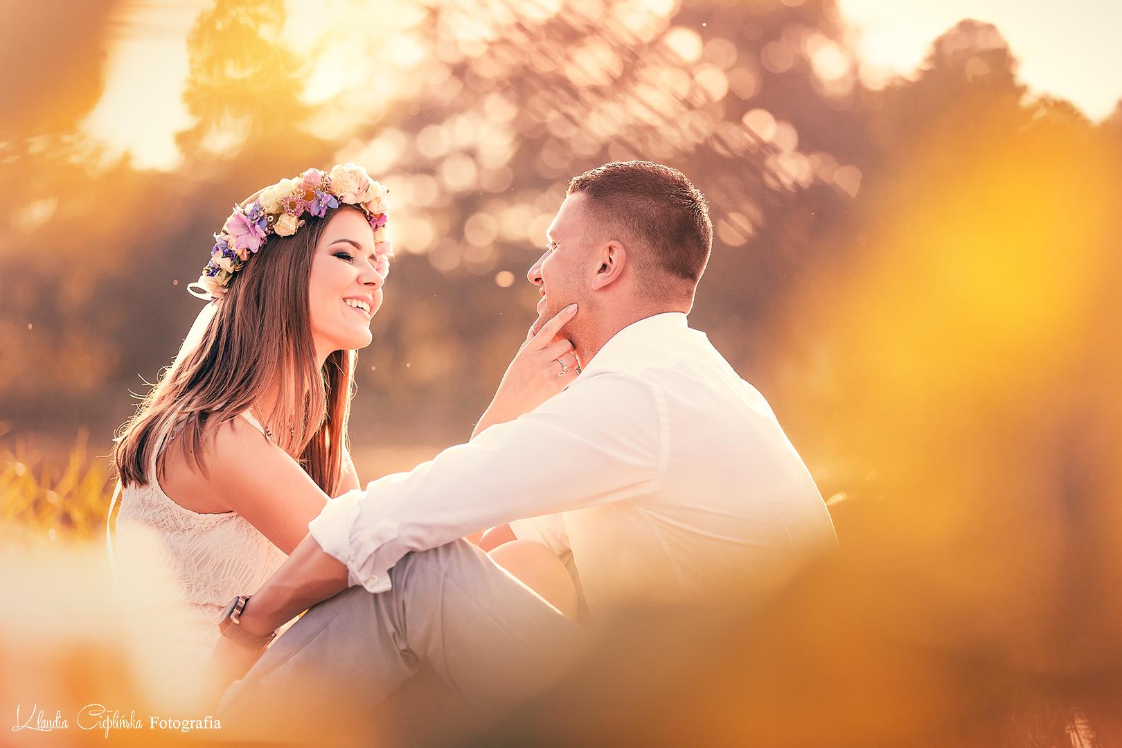 Artystyczna fotografia ślubna, rodzinna, sesje narzeczeńskie, portretowe. Zdjęcia w plenerze Bukowiec.