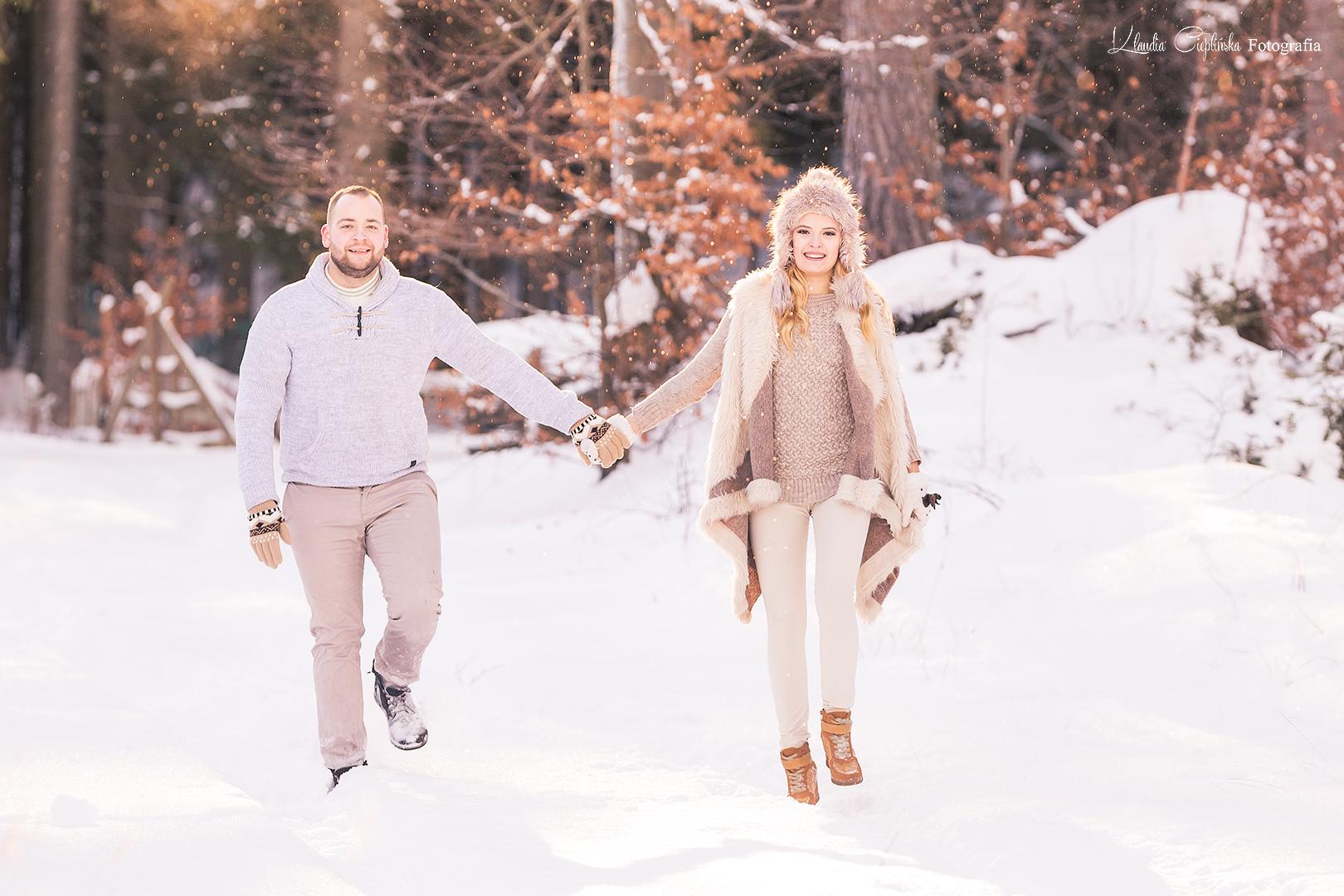Zimowa sesja plenerowa w Karkonoszach. Plener w górach, w śniegu. Profesjonalne sesje zdjęciowe - Jelenia Góra.