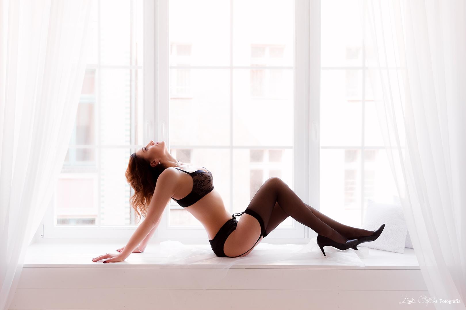 Profesjonalne zdjęcia boudoir, sensualne, kobiece. Sesja zdjęciowa w BIG Studio na Ruskiej we Wrocławiu. Nowoczesny retusz, profesjonalne zdjęcia kobiece Wrocław.