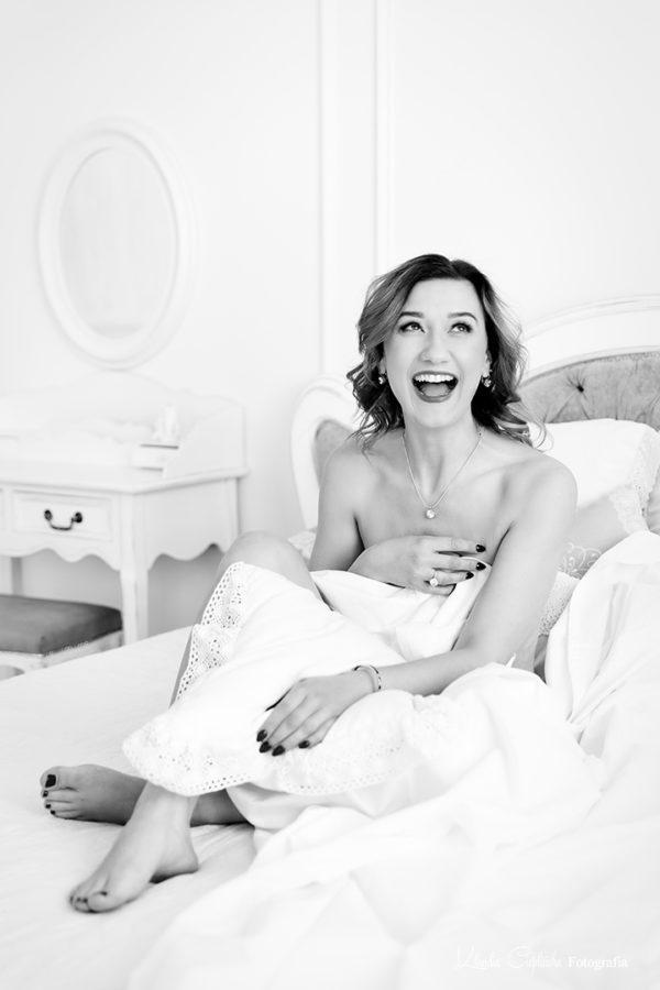 Sesja kobieca Jelenia Góra. Zdjęcia boudoir, fotografia kobieca z nowoczesnym retuszem. Naturalna, artystyczna fotografia kobiet.