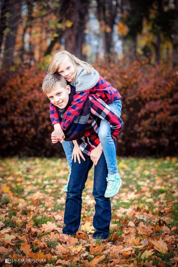 Rodzinne zdjęcia w plenerze Jelenia Góra. Fotografia rodzinna, sesje dziecięce oraz zdjęcia okolicznościowe.