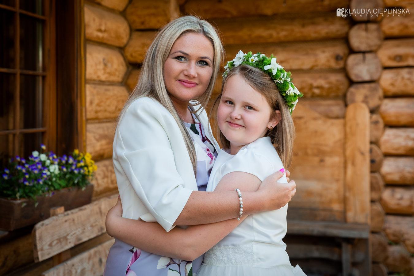 Fotografia rodzinna Jelenia Góra, sesje okolicznościowe z okazji komunii świętej, chrzcin, reportaże ślubne. Profesjonalne i nowoczesne