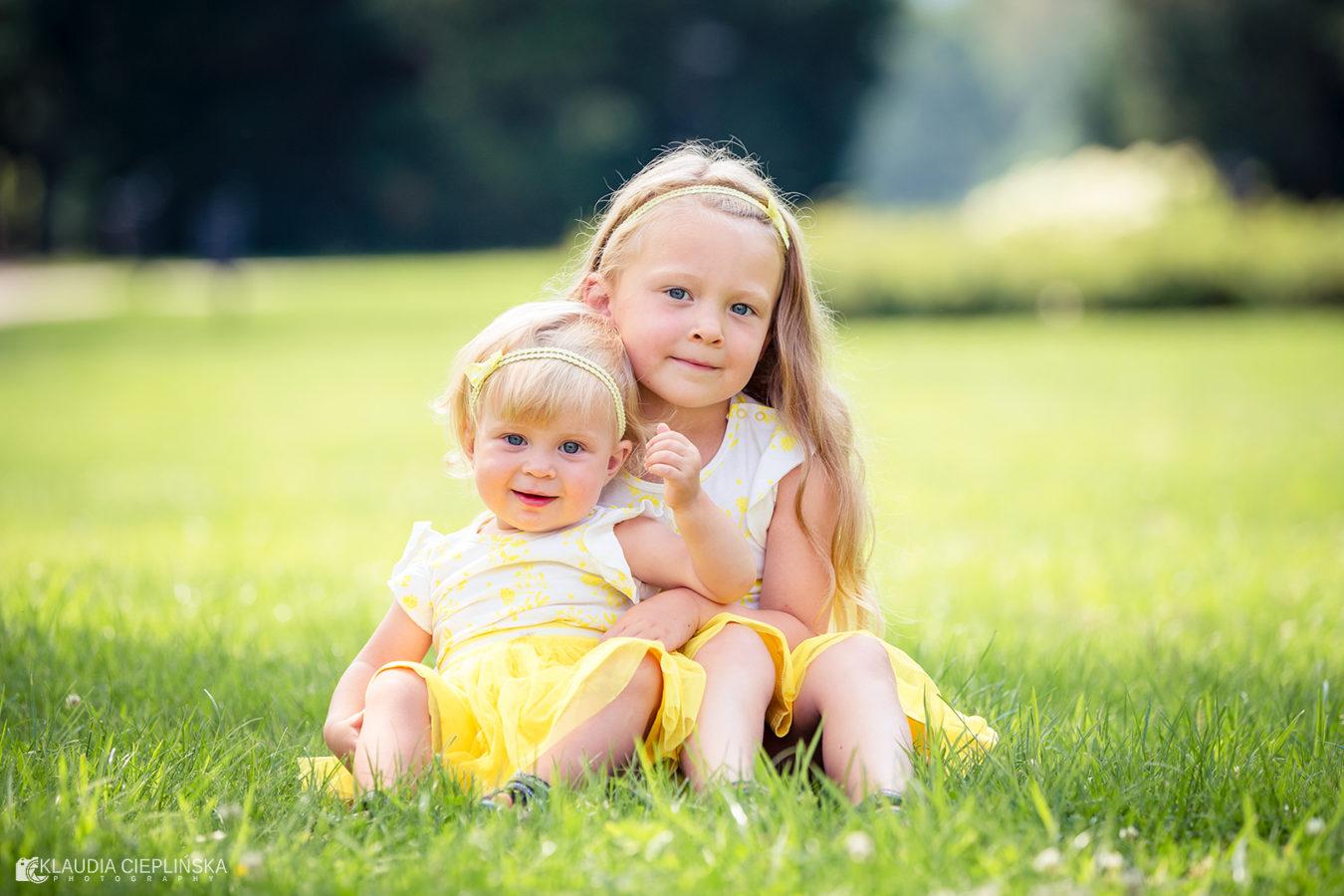 Klaudia Cieplińska - fotografia rodzinna Jelenia Góra. Zdjęcia dziecięce, rodzinne, pełne radości z autorską obróbkę. Pełne radości i naturalnego piękna.