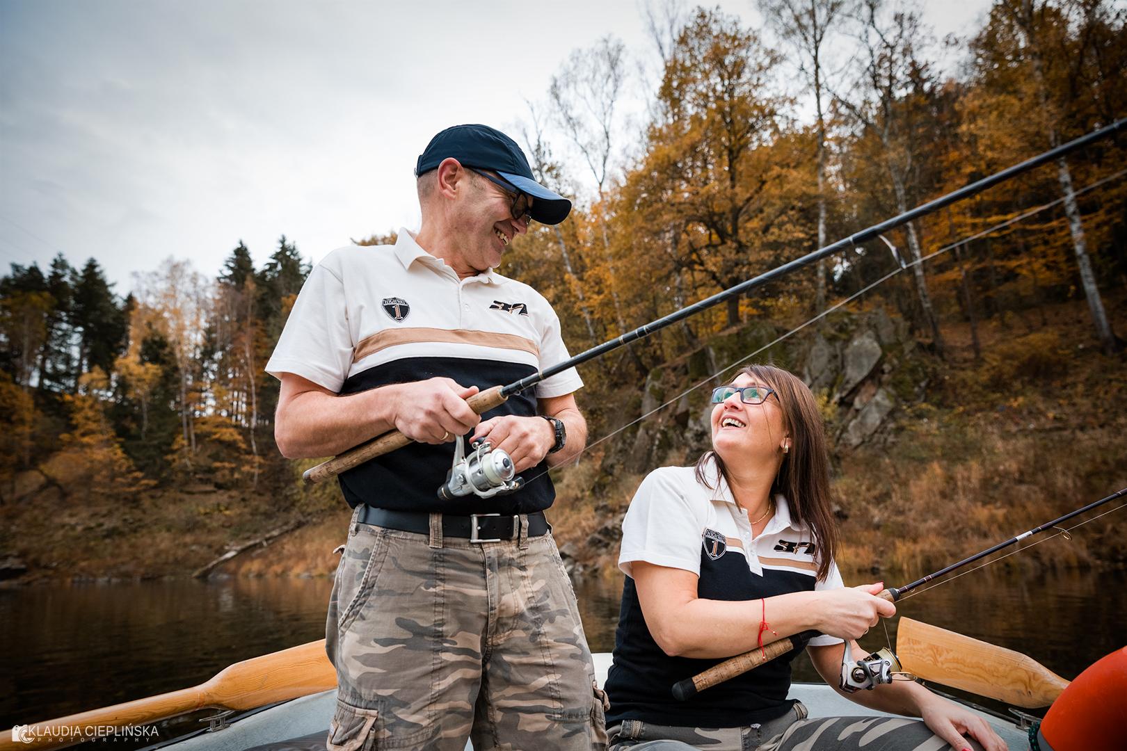 Sesja zdjęciowa na jeziorze Pilchowickim podczas wędkowania - fotografia w plenerze Jelenia Góra